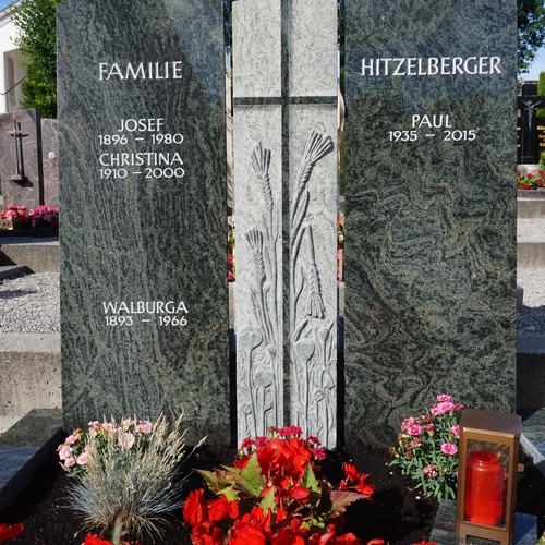 3-teiliger Grabstein für einen Landwirt Kreuz ausgearbeitet  mit Ähren